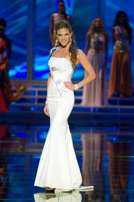 Miss Guatemala Alida Boer in evening gown