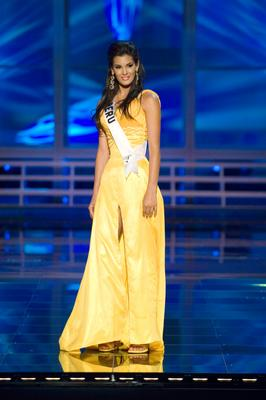 Miss Peru Jimena Elias in evening gown