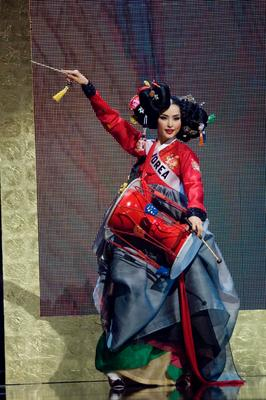 Miss Korea Honey Lee in national costume