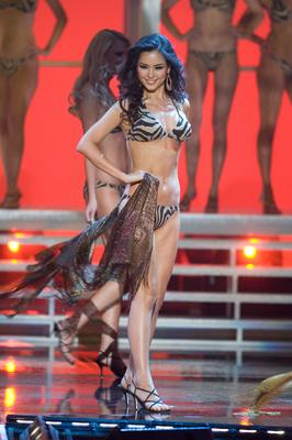 Miss Korea Honey Lee inswimsuit