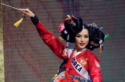 Miss Korea in national costume