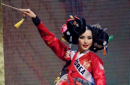 Miss Korea in national costume